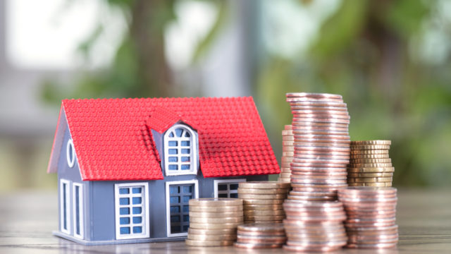 お金と家の写真